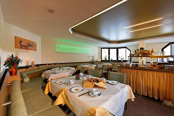 Frühstücksraum im Hotel Garni Maria Theresia
